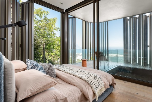 SouthAfrica:CapeTown:KloofRoad_VillaOceania:bedroom4.jpg