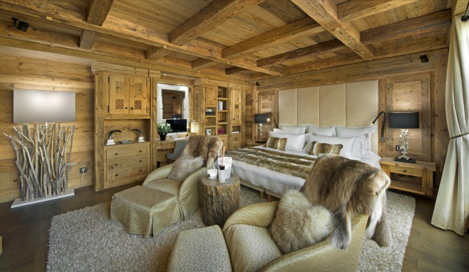 France:Courchevel:ChaletPearl_ChaletPapillon:bedroom.jpg