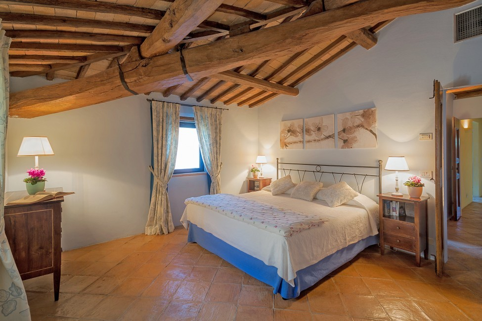 Italy:Umbria:Perugia:ITPG01_VillaGina:bedroom02.jpg