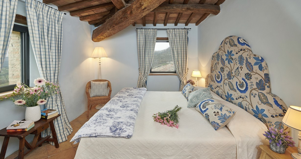 Italy:Umbria:Perugia:ITPG01_VillaGina:bedroom3.jpg