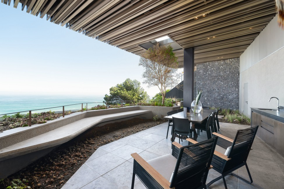 SouthAfrica:CapeTown:KloofRoad_VillaOceania:balcony.jpg