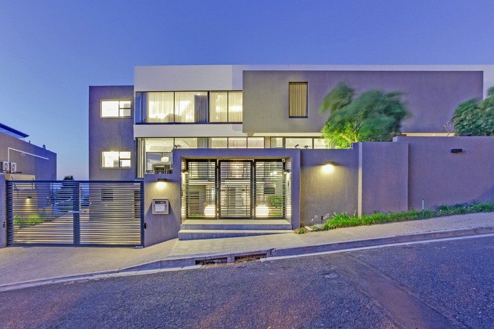 SouthAfrica:CapeTown:CBViews_VillaBliss:facade.jpg