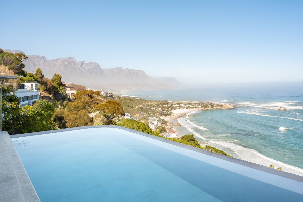 SouthAfrica:CapeTown:KloofRoad_VillaOceania:pool.jpg
