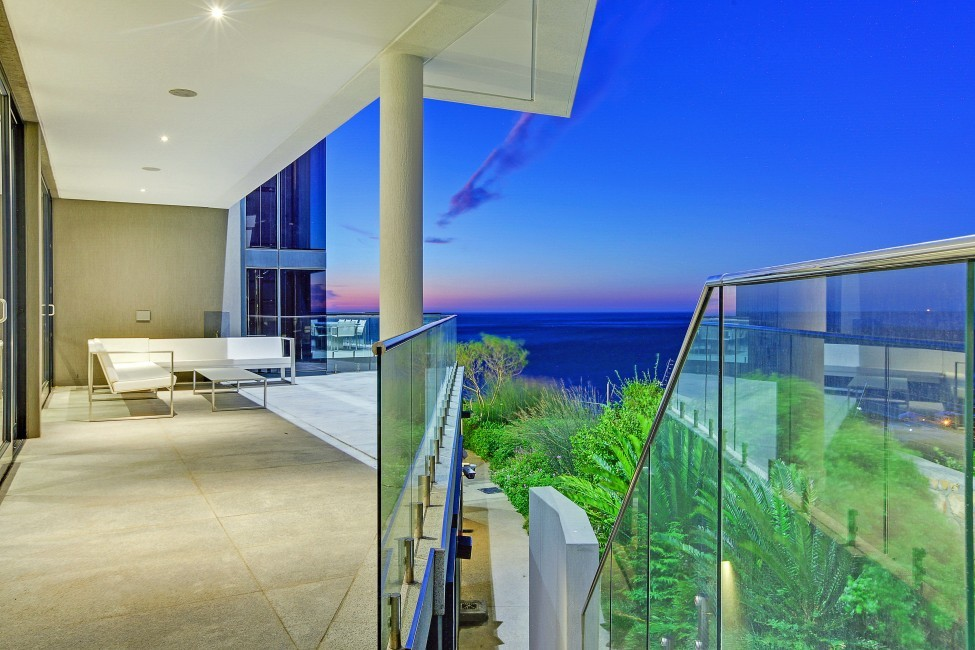 SouthAfrica:CapeTown:CBViews_VillaBliss:balcony.jpg