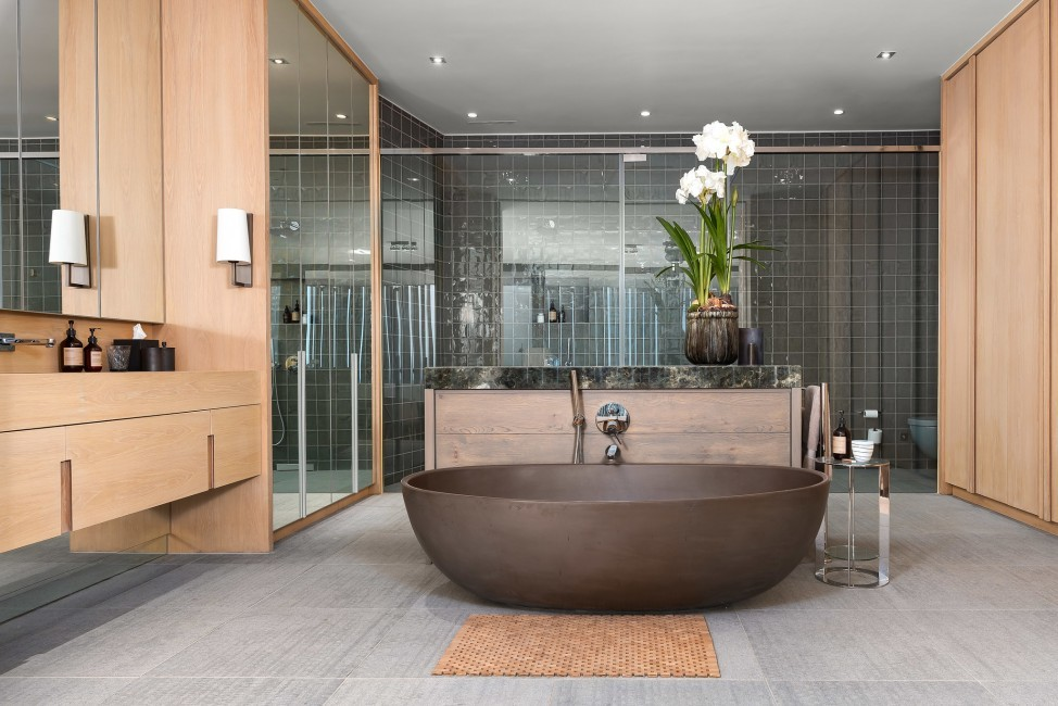 SouthAfrica:CapeTown:KloofRoad_VillaOceania:bathroom1.jpg