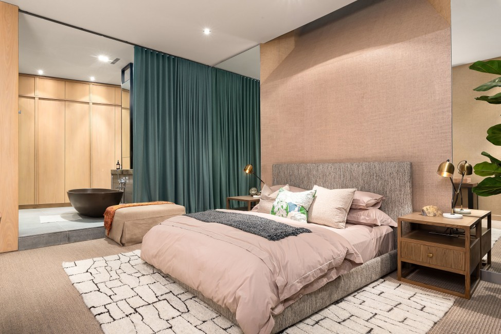 SouthAfrica:CapeTown:KloofRoad_VillaOceania:bedroom5.jpg