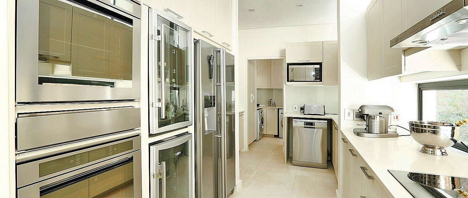 SouthAfrica:CapeTown:ApartmentPearl_ApartmentAry:kitchen465.jpg