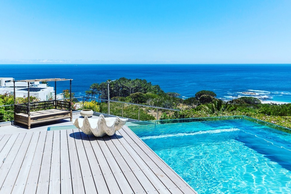 SouthAfrica:CapeTown:Crystal_VillaKrista:pool.JPG