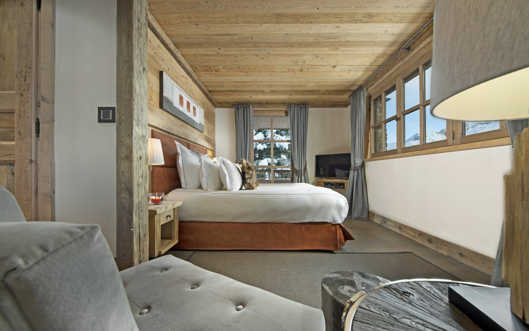 France:Courchevel:ChaletPearl_ChaletPapillon:bedroom2.jpg