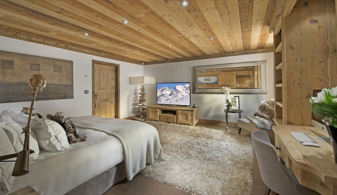 France:Courchevel:ChaletPearl_ChaletPapillon:bedroom0.jpg