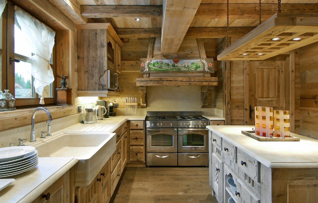 France:Courchevel:ChaletPearl_ChaletPapillon:kitchen.jpg