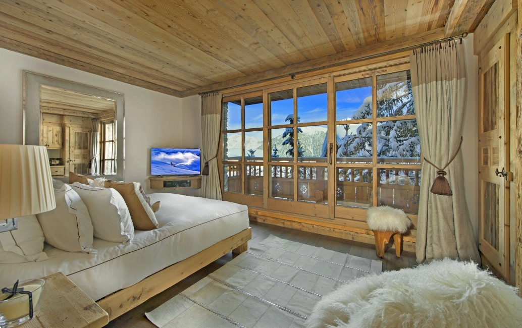 France:Courchevel:ChaletPearl_ChaletPapillon:bedroom1.jpg
