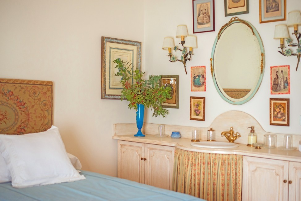 Spain:Cordoba:CountryHouseCordoba_EsmieEstate:bedroom0770.jpg