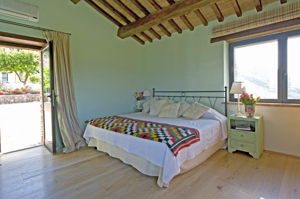 Italy:Umbria:Perugia:ITPG01_VillaGina:bedroom24.jpg