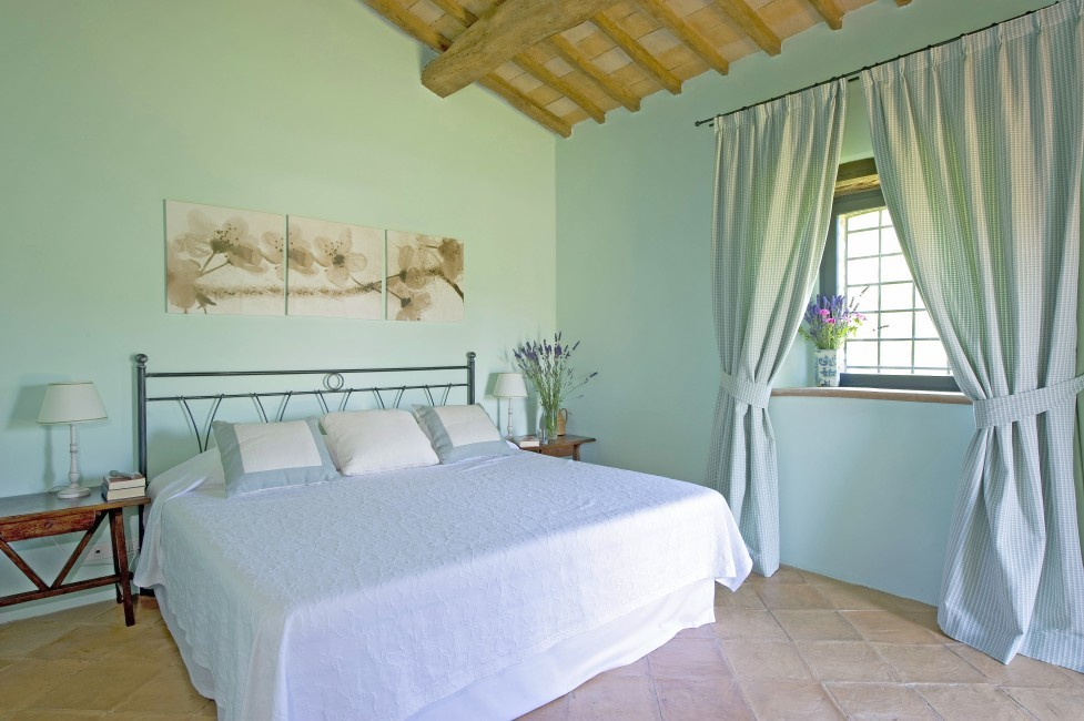 Italy:Umbria:Perugia:ITPG01_VillaGina:bedroom876.jpg