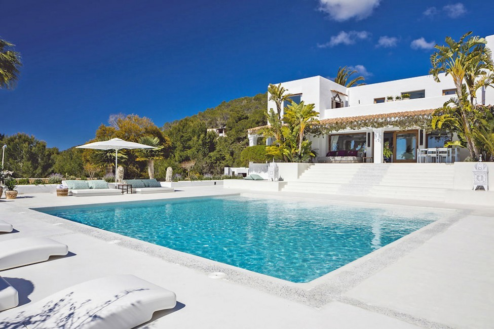 Spain:Ibiza:ElZafiro_VillaLaPerla:pool80.jpg