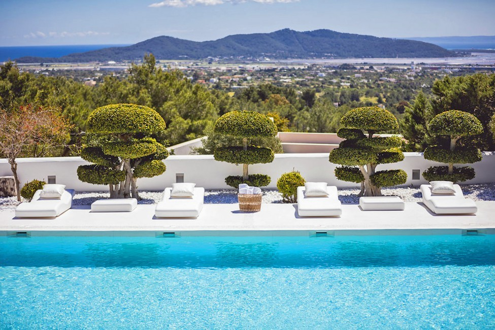Spain:Ibiza:ElZafiro_VillaLaPerla:pool19.jpg