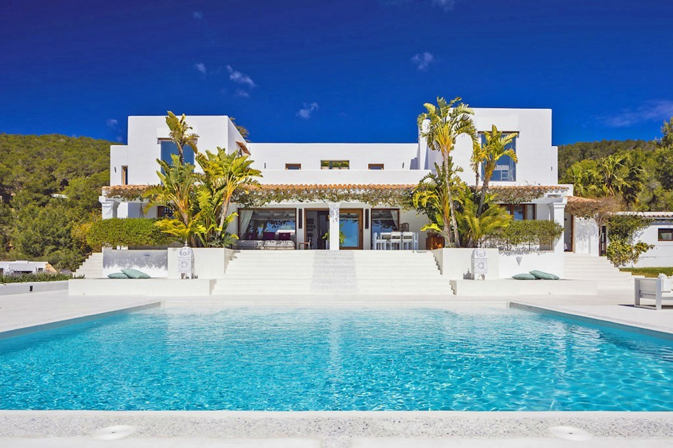 Spain:Ibiza:ElZafiro_VillaLaPerla:pool81.jpg