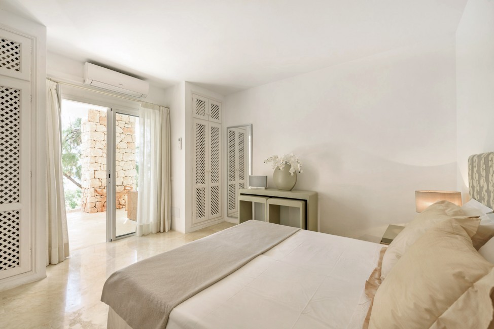 Spain:Ibiza:CasaBlancaJondal_VillaBianca:bedroom41.jpg