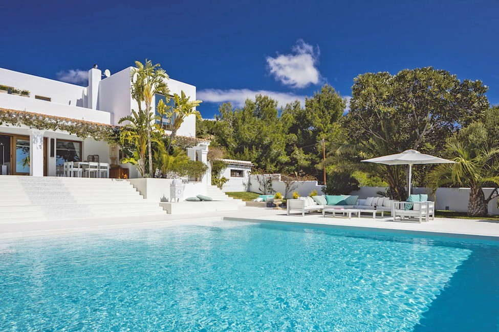 Spain:Ibiza:ElZafiro_VillaLaPerla:pool82.jpg