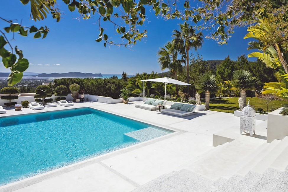 Spain:Ibiza:ElZafiro_VillaLaPerla:pool88.jpg