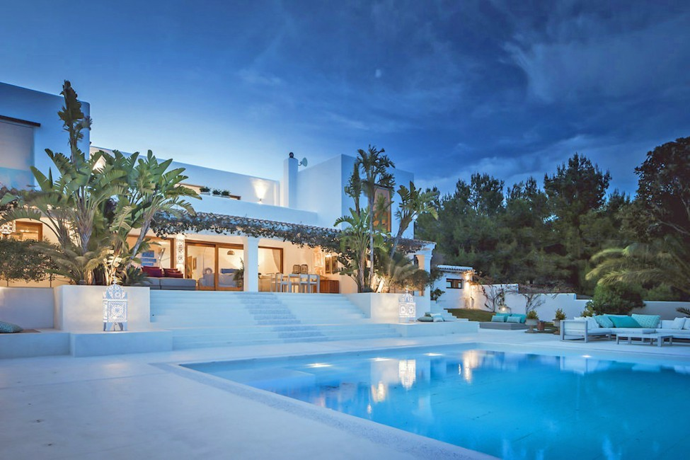 Spain:Ibiza:ElZafiro_VillaLaPerla:pool60.jpg