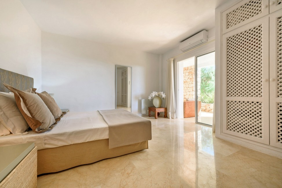 Spain:Ibiza:CasaBlancaJondal_VillaBianca:bedroom45.jpg