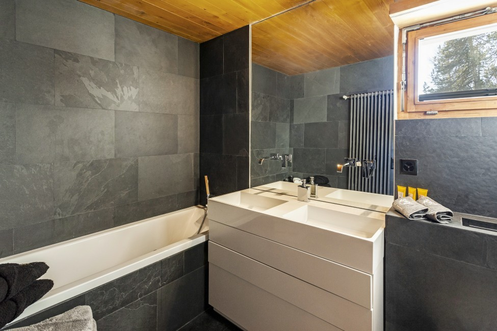 Switzerland:St. Moritz:CasaLeopardo_VillaLeontine:bathroom35.jpg