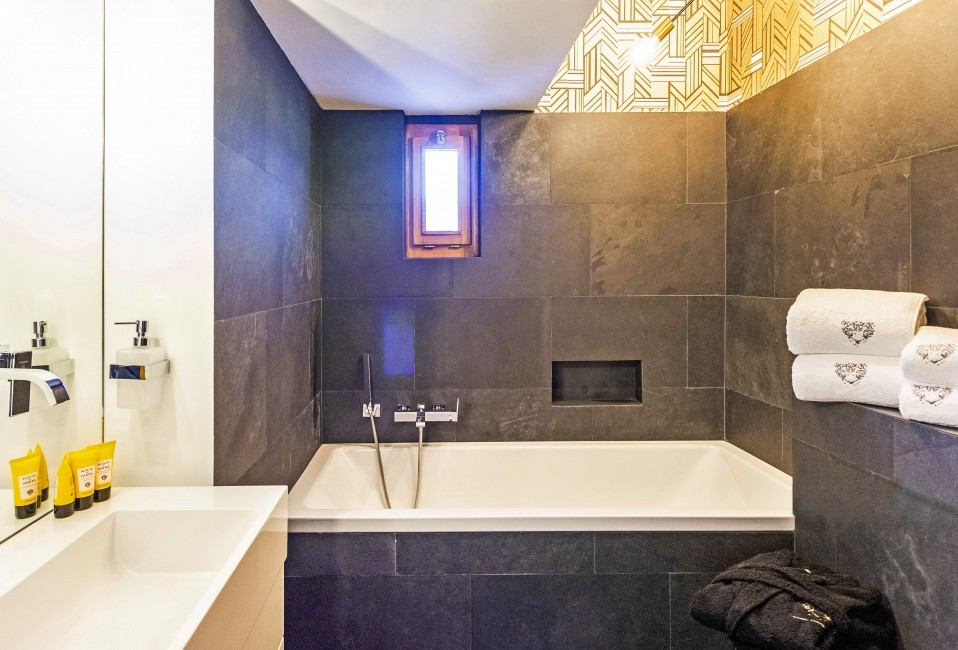 Switzerland:St. Moritz:CasaLeopardo_VillaLeontine:bathroom63.jpg