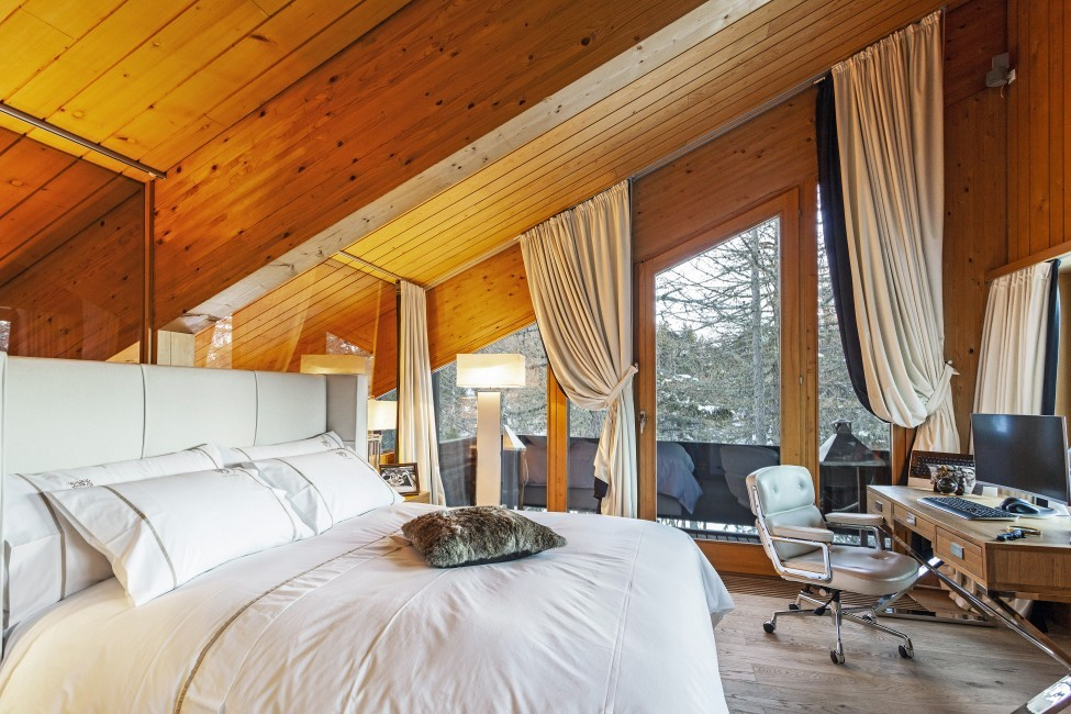 Switzerland:St. Moritz:CasaLeopardo_VillaLeontine:bedroom61.jpg