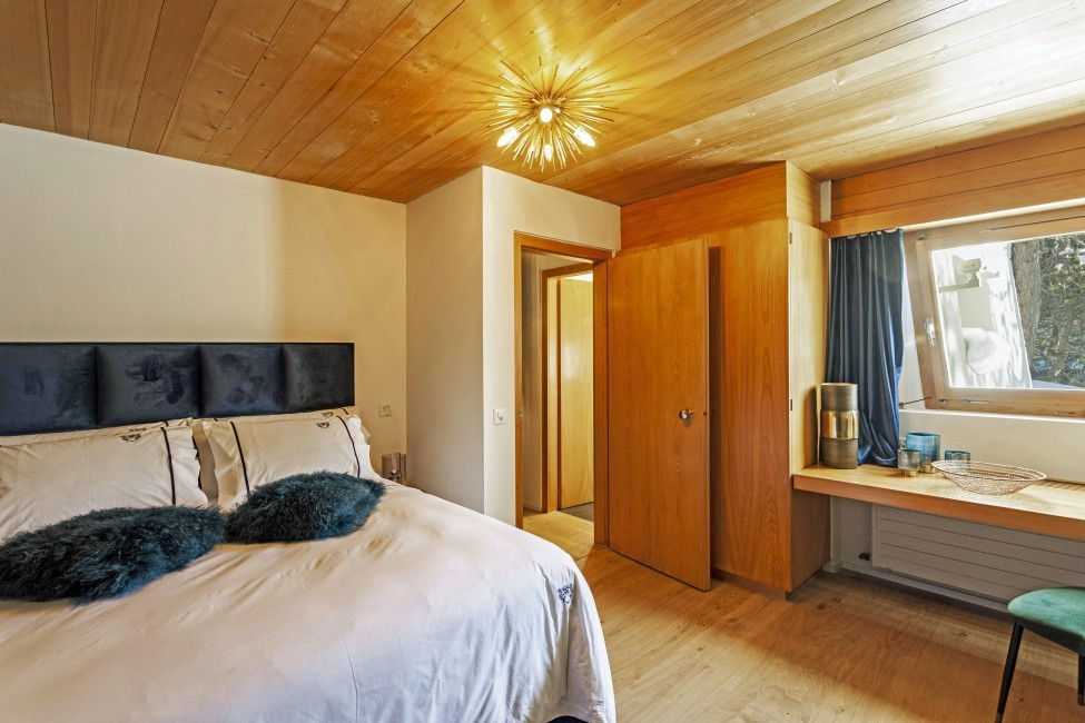 Switzerland:St. Moritz:CasaLeopardo_VillaLeontine:bedroom37.jpg