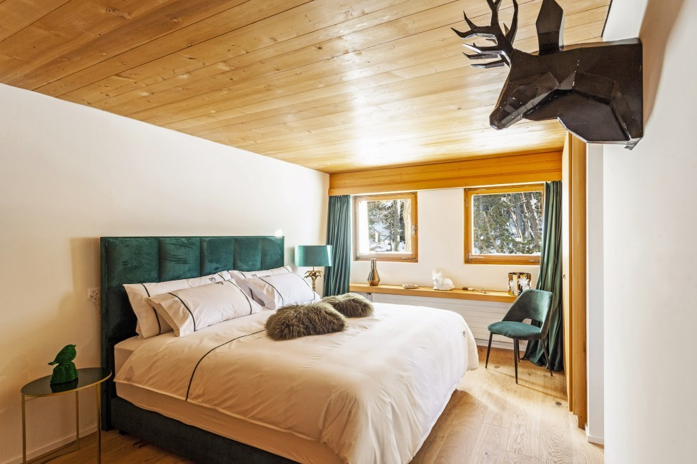 Switzerland:St. Moritz:CasaLeopardo_VillaLeontine:bedroom32.jpg