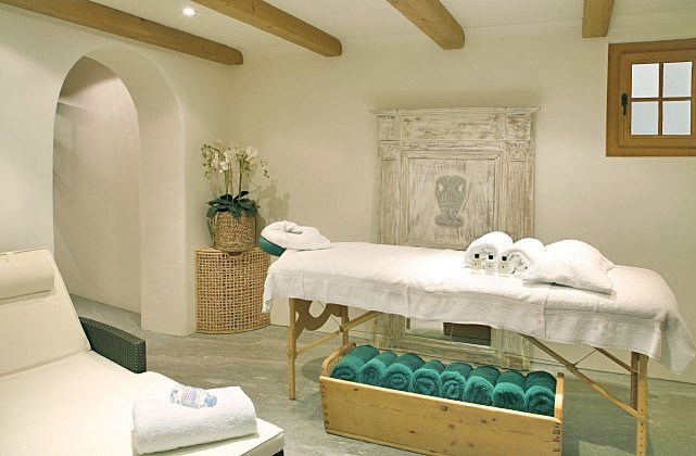massage-room.jpg